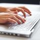 Gõ bàn phím một ngón không chậm hơn 10 ngón?